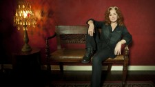 -images-uploads-gallery-bonnieraitt-3